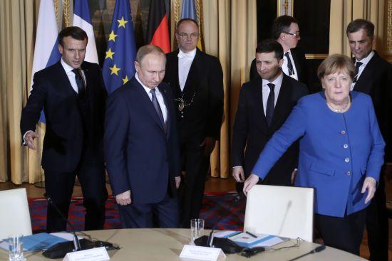 Зеленський та Путін завершили зустріч та вечеряють із Меркель та Макроном. Текстовий онлайн подій у Парижі