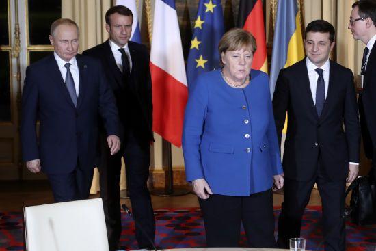 """Вітання зустрічі Зеленського і Путіна та нове розведення: про що говорила Меркель після """"нормандського саміту"""""""