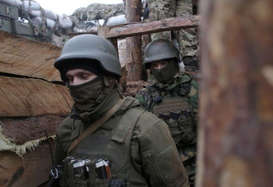 Терористи знову стріляли із забороненої зброї на Донбасі: боєць ООС поранений