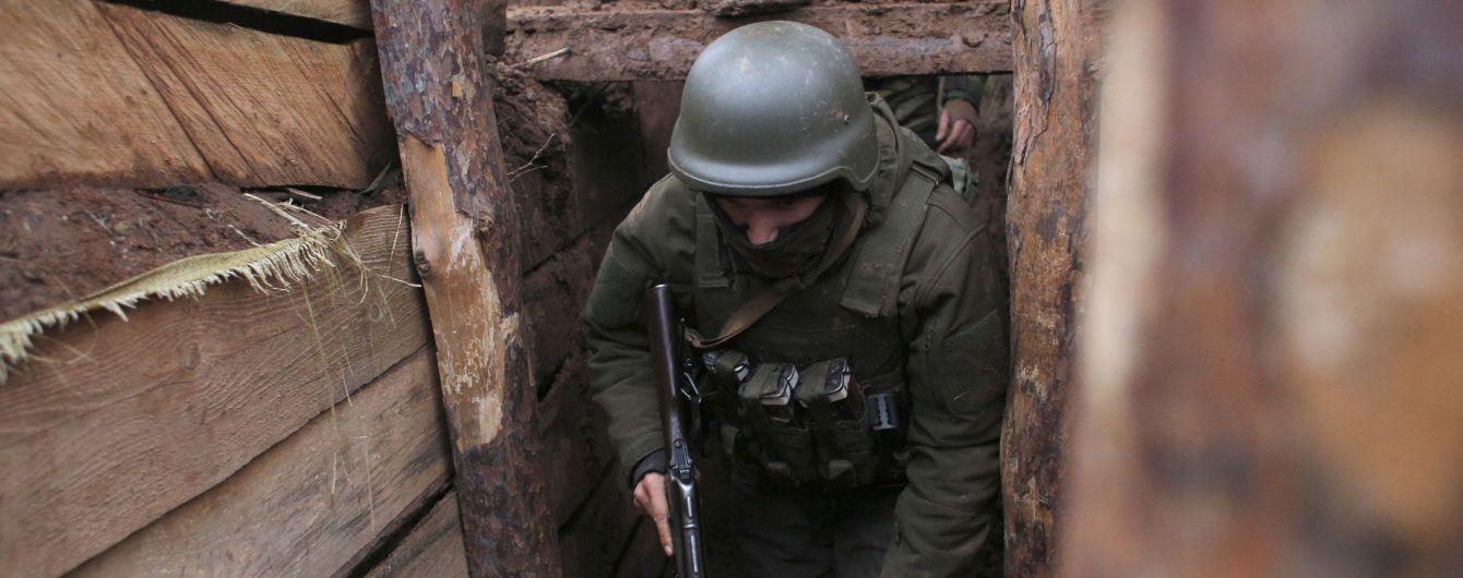 Бойовики з гранатометів обстріляли українські позиції поблизу Золотого-4 і Водяного