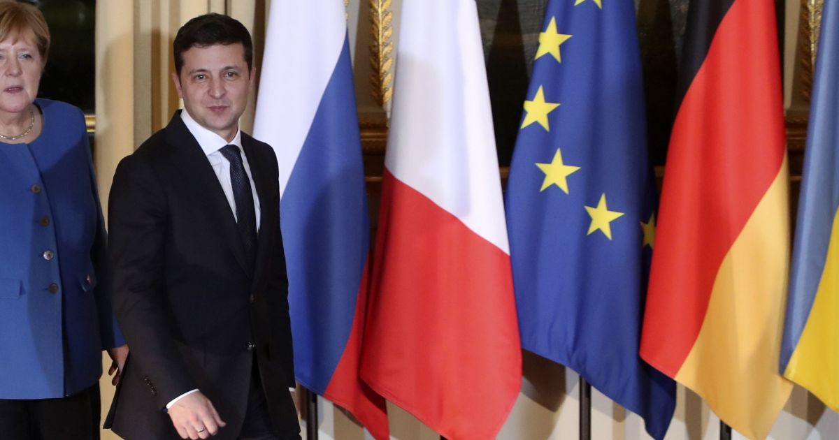 Зеленський попросив Меркель допомогти з вакциною для України