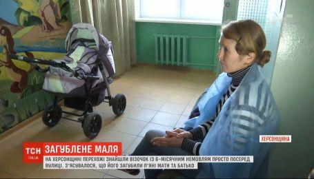 Нетвереза мама залишила посеред вулиці візочок із немовлям і зникла