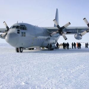 В Чили исчез с радаров военный самолет с 38 людьми