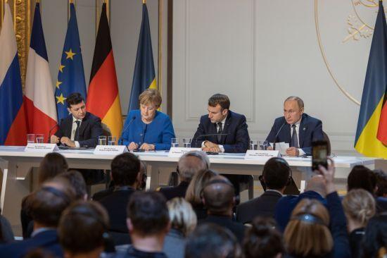 """Бандитські розбірки, дипломати РФ ні до чого: Путіну довелося на """"нормандському саміті"""" коментувати скандал із вбивством у Берліні"""