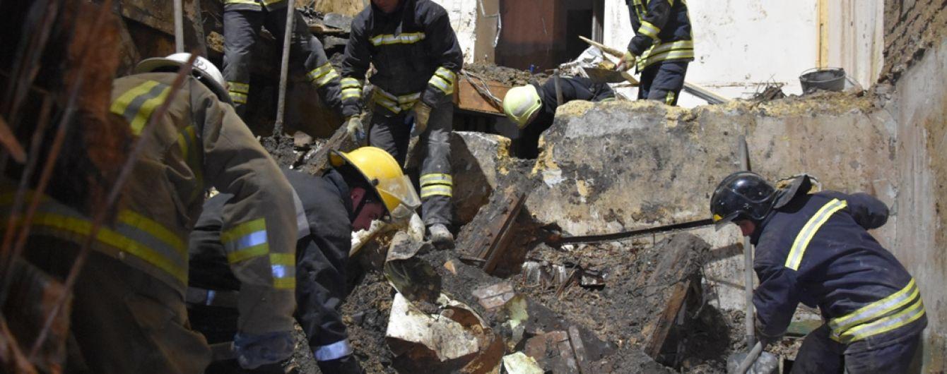 Одесские спасатели, чтобы повалить стену сгоревшего колледжа, отселят и перекроют весь квартал