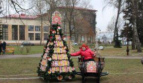У Білорусі зробили ялинки з ковбаси і пляшок до Нового року