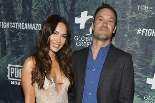Витончена Меган Фокс у мереживній сукні разом з чоловіком відвідали світський захід