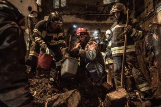 Рятувальники знайшли усі вогнегасники зі згорілого коледжу Одеси під ліжком коменданта