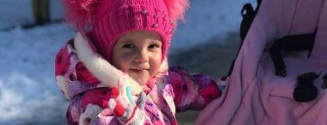 Допоможіть маленькій Алісі здолати злоякісну пухлину в її голові