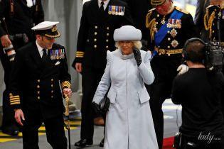 У синьому пальті і шапці: красива герцогиня Корнуольська супроводжувала чоловіка на урочистій церемонії