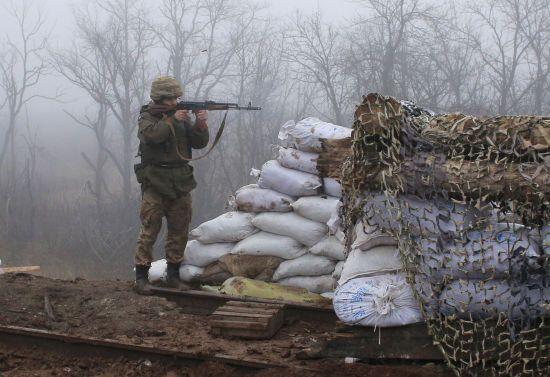 Під час обстрілів загинула цивільна людина та був поранений військовослужбовець. Ситуація на Донбасі