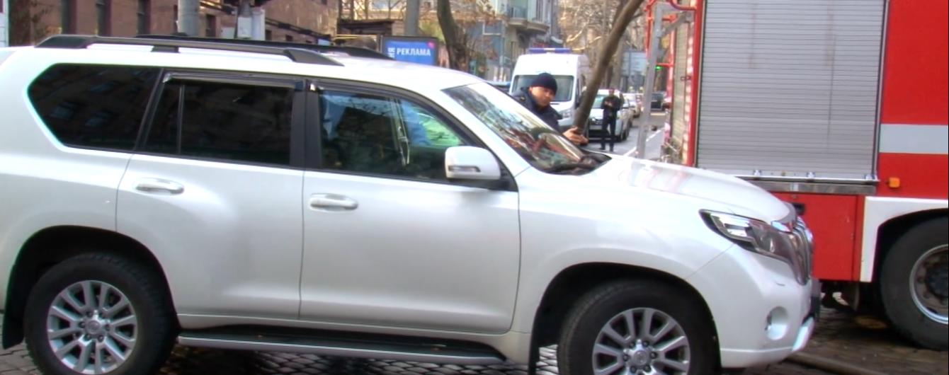 Іномарка нардепа на місці пожежі в Одесі заблокувала дорогу рятувальникам