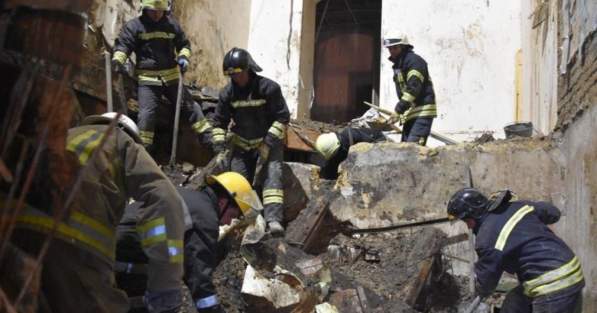 Пожар в колледже в Одессе: объявлено первое подозрение, разбирают завалы, четырех людей до сих пор не нашли