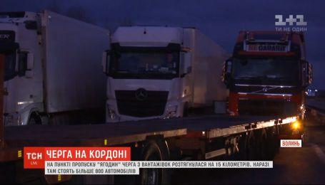 """На пункті пропуску """"Ягодин"""" черга з вантажівок розтягнулася на 15 кілометрів"""