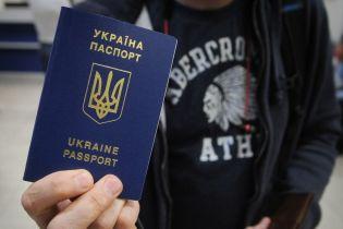 Украина продолжает улучшать позиции в рейтинге паспортов мира