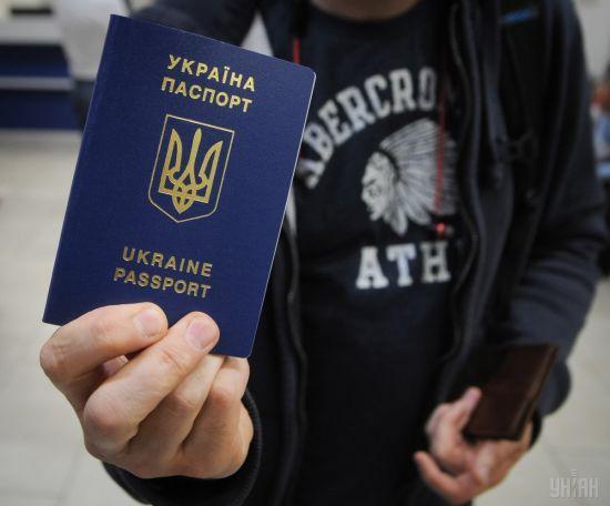 Україна випускатиме громадян до Росії лише за закордонними паспортами. Чому й коли почне діяти новація