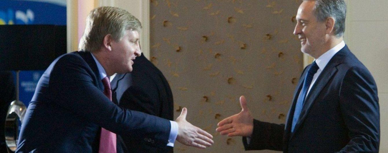 Сотни компаний нарушают международные санкции в отношении Крыма. Среди них – бизнес Ахметова и Фирташа