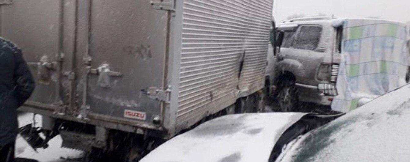В России в ДТП на трассе попали более 50 машин