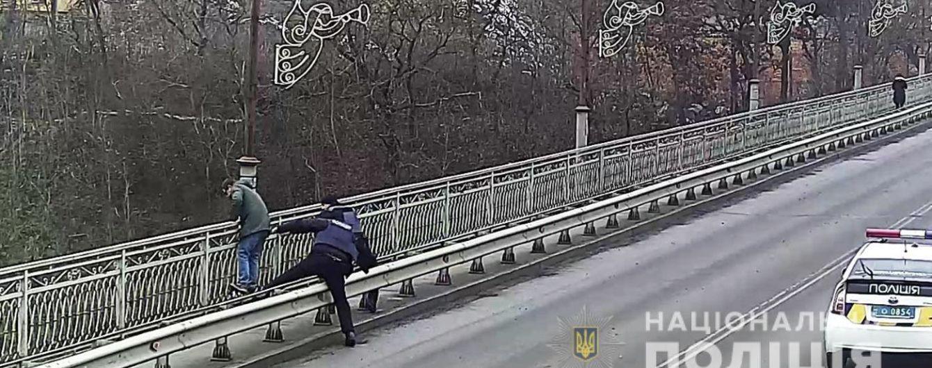 У Кам'янець-Подільську поліцейські не дали молодому чоловіку вчинити самогубство