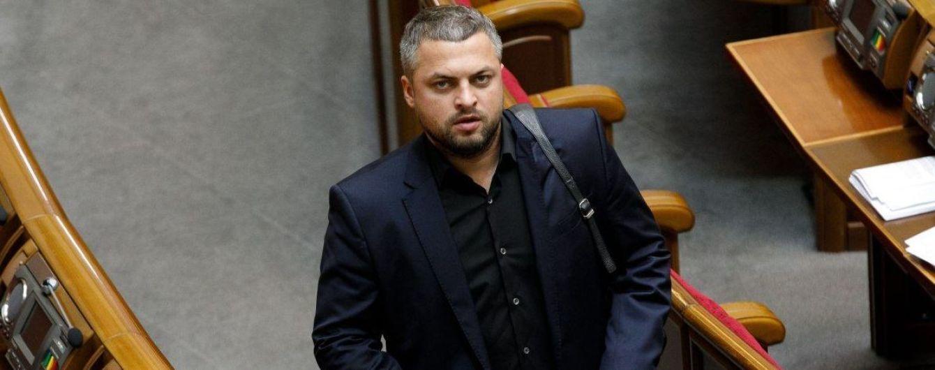 """Драка в Раде: депутат от """"Слуги народа"""" оказался в больнице с сотрясением мозга. Партия сделала заявление"""