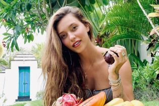 Регина Тодоренко показала фигуру в купальнике спустя год после родов