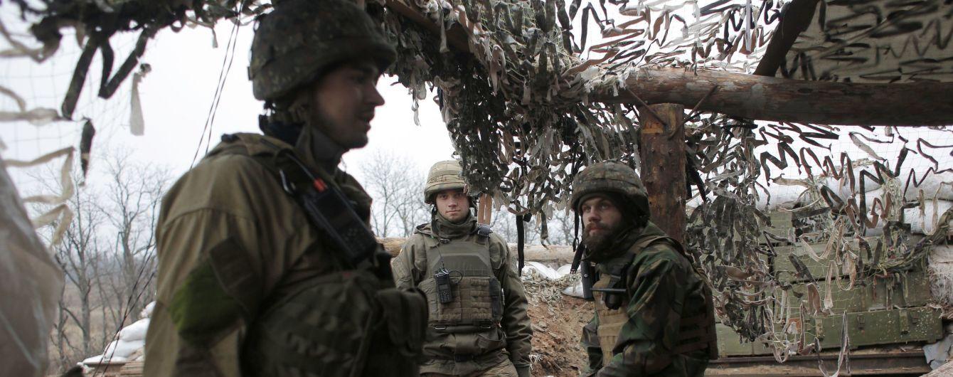 Терористи на Донбасі стріляли з протиракетних комплексів: двоє бійців ООС поранені