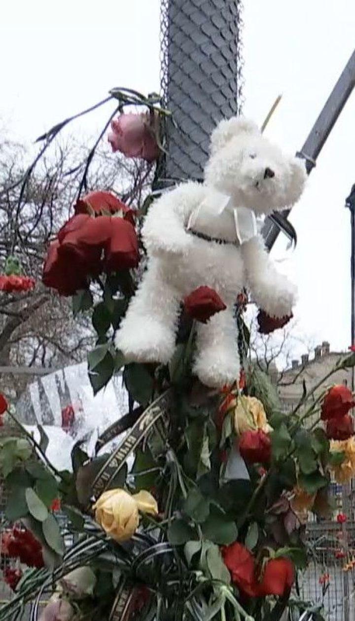 Рятувальники на згарищі Одеського коледжу продовжують шукати трьох зниклих безвісти