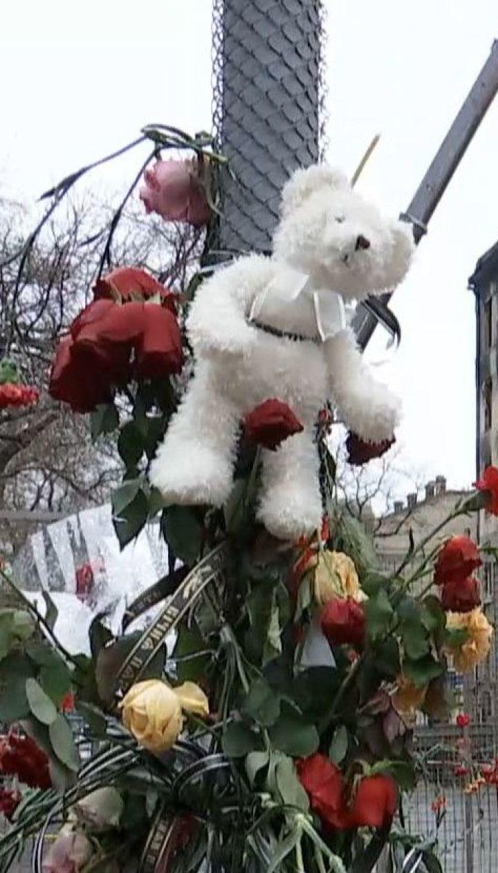 Спасатели на пепелище Одесского колледжа продолжают искать трех пропавших без вести