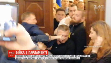 """Участники драки от """"Свободы"""" и """"Слуги народа"""" обвиняют друг друга в нападении"""