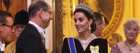 В платье Alexander McQueen и тиаре принцессы Дианы: герцогиня Кембриджская на торжественном мероприятии