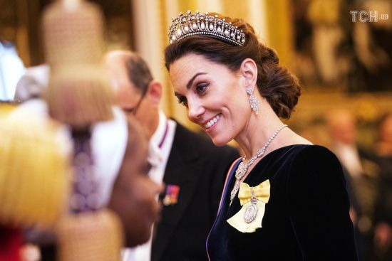 Розкішні принц Вільям та Кейт у тіарі принцеси Діани відвідали прийом королеви Єлизавети II