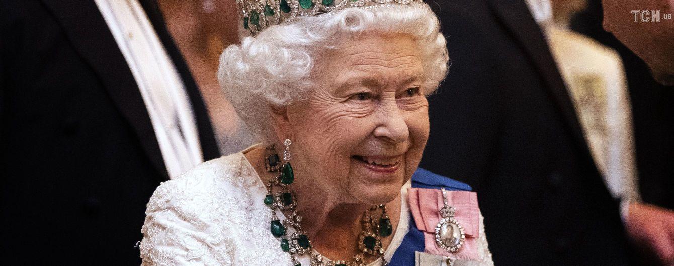 Королева Елизавета II сделала заявление о выходе принца Гарри и Меган Маркл из монаршей семьи