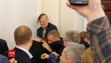 За фактом бійки на засіданні аграрного комітету відкрито кримінальне провадження