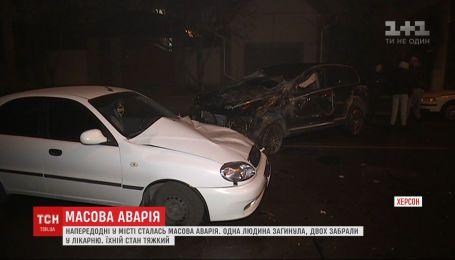 Вследствие аварии в Херсоне погиб 80-летний водитель, еще двух человек госпитализировали