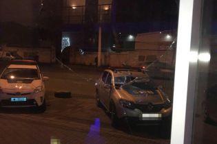 Пьяная одесситка разбила стекло в автосалоне, потому что хотела покататься на машине