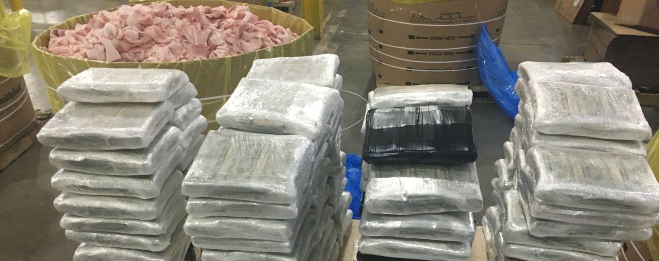 В США копы нашли три миллиона долларов в бочках с сырым мясом
