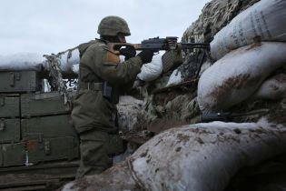 На Донбасі терористи шість разів відкривали вогонь: поранено українського військового