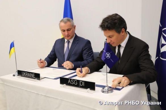 Підписання дорожньої карти співробітництва з НАТО 12 грудня 2019 року