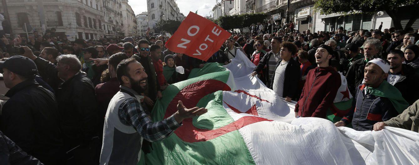 В Алжире избрали нового президента. Страна вновь взорвалась протестами
