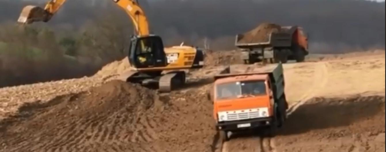Будівництво окружної Рівного показали на відео