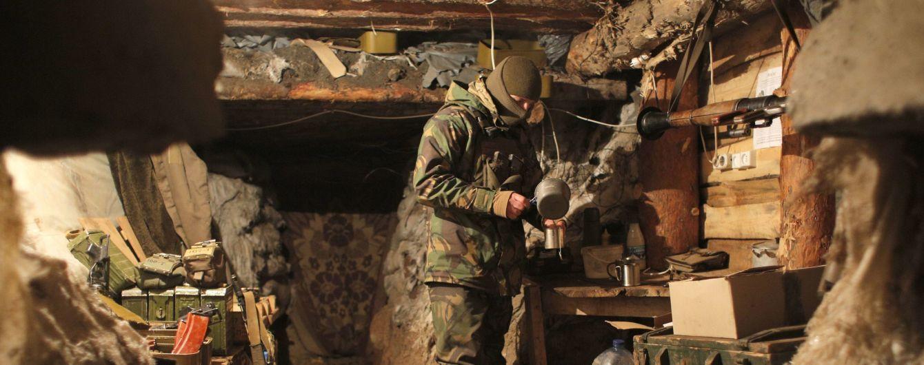 На Донбасі бойовики здійснили майже десяток обстрілів, обійшлося без втрат серед українських бійців