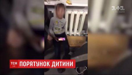 Первоклассник криворожской школы застрял в батарее - ребенка освобождали спасатели
