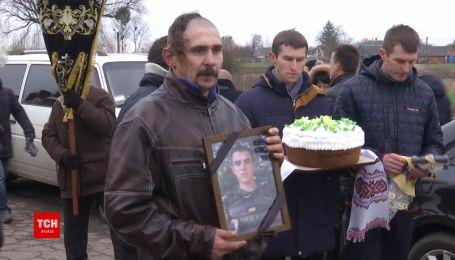 С военными, погибшими во время выполнения боевого задания, прощались в Ровно и на Волыни