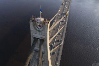 В Киеве в субботу ограничат движение по мосту на Троещину