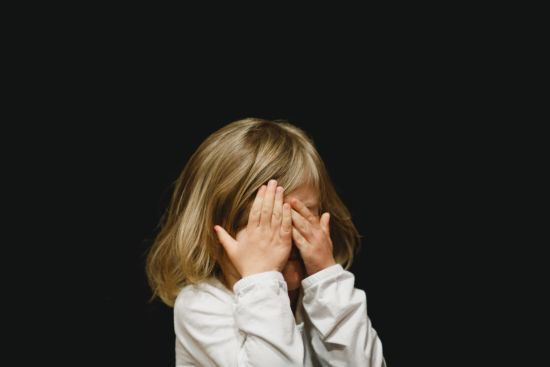 На Сході 430 тисяч дітей зазнали психологічної шкоди від війни. Як батькам вберегти психіку малечі