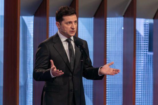 Зеленський підписав закон про особливий статус Донбасу ще на рік