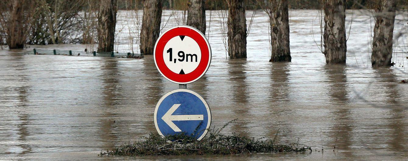 Францию затопило: есть первые жертвы, власти объявили эвакуацию