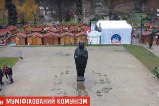 Декомунізація по-болгарськи. У Софії замість пам'ятника комуністичному вождю поставили чорну мумію