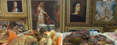 Картины эпохи Возрождения - в столовой. В Днепре школьников необыкновенно приобщают к искусству