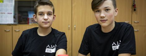 Українські підлітки привезли з Китаю дві нагороди з робототехніки. Як їм це вдалося та де вони вчаться конструювати роботів?